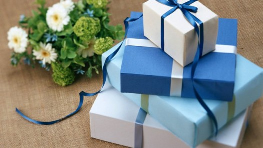 holiday-gift-bouquet-box-1350×2400